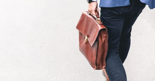 Buletin informativ: Recuperare ani lipsa stagiu de cotizare, facilitati angajatori si reguli concediu de carantina