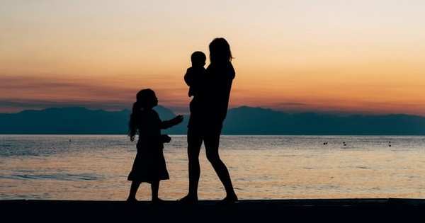 Modificarea Legii 273/2004 privind procedura adoptiei a intrat in vigoare