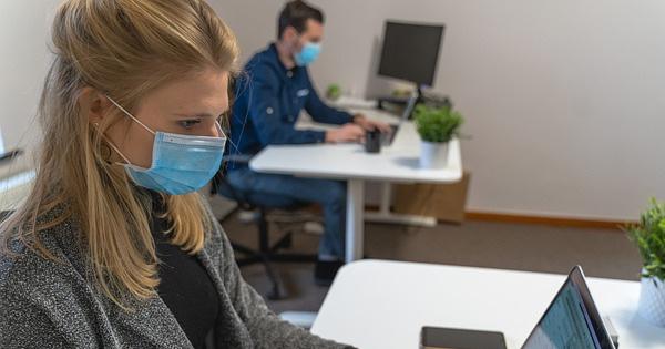 Lege actualizata: Cand pot salariatii sa NU poarte masca de protectie la birou?