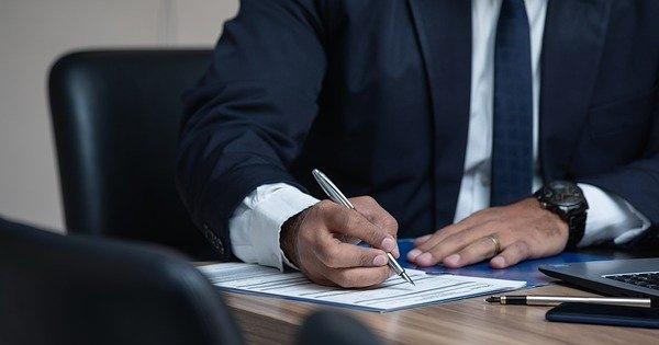 Ce contributii datoreaza administratorii unei firme?