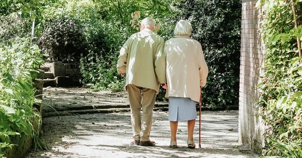 Proiect adoptat: Angajatii care pot continua activitatea si care se pot pensiona, la cerere, la 70 ani