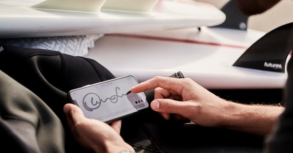 Semnatura electronica in relatiile de munca: proiect inregistrat la Parlament