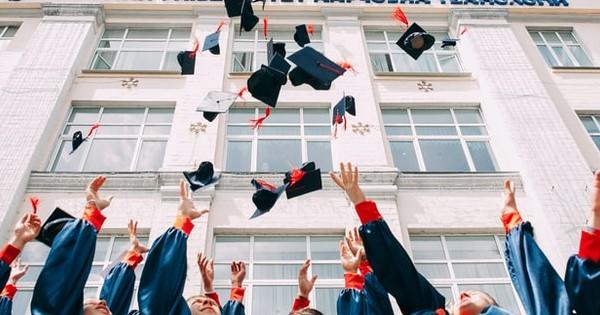 Studii medii liceale. Absolvent de liceu cu si fara diploma de bacalaureat