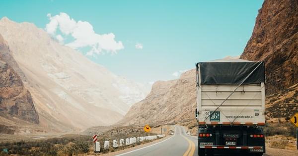 Conditii adecvate de munca si protectie sociala mai mare in transportul rutier. Noile directive publicate