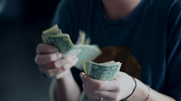 Salariul mediu net in luna august 2021 a fost de 3.487 lei